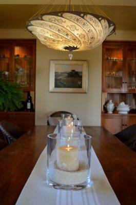 Lampada in seta in una casa a Pacific Grove, California, Stati Uniti.