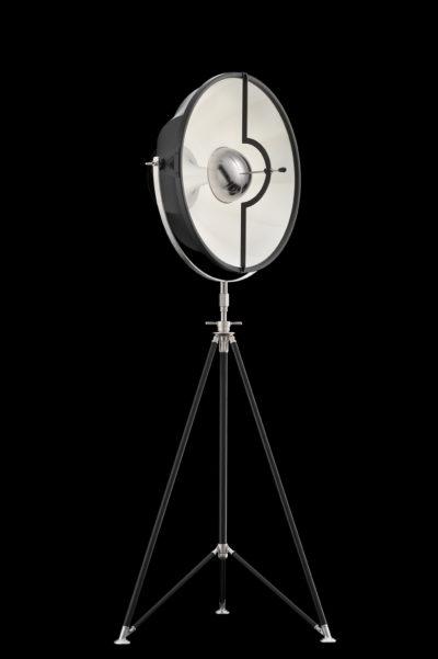 Lampada Studio 63 bianca e nera con treppiede