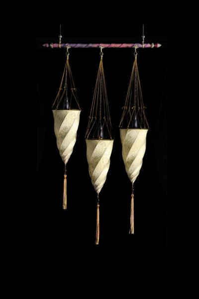 Lampada in seta Fortuny Cesendello su asta 3 punti luce
