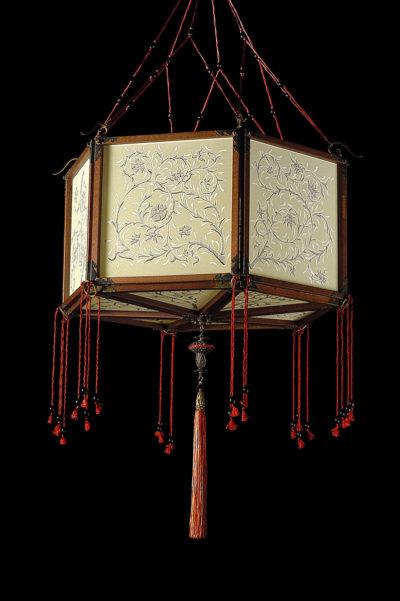 Lampada in seta Fortuny Concubine Loto con struttura in legno
