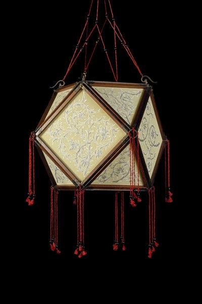 Lampada Fortuny Concubine Tempio in seta con struttura in legno