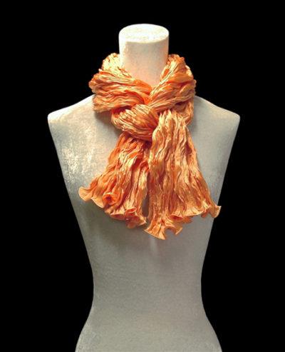 Sciarpa Fortuny di seta crepe satin arancione mandarino plissettata