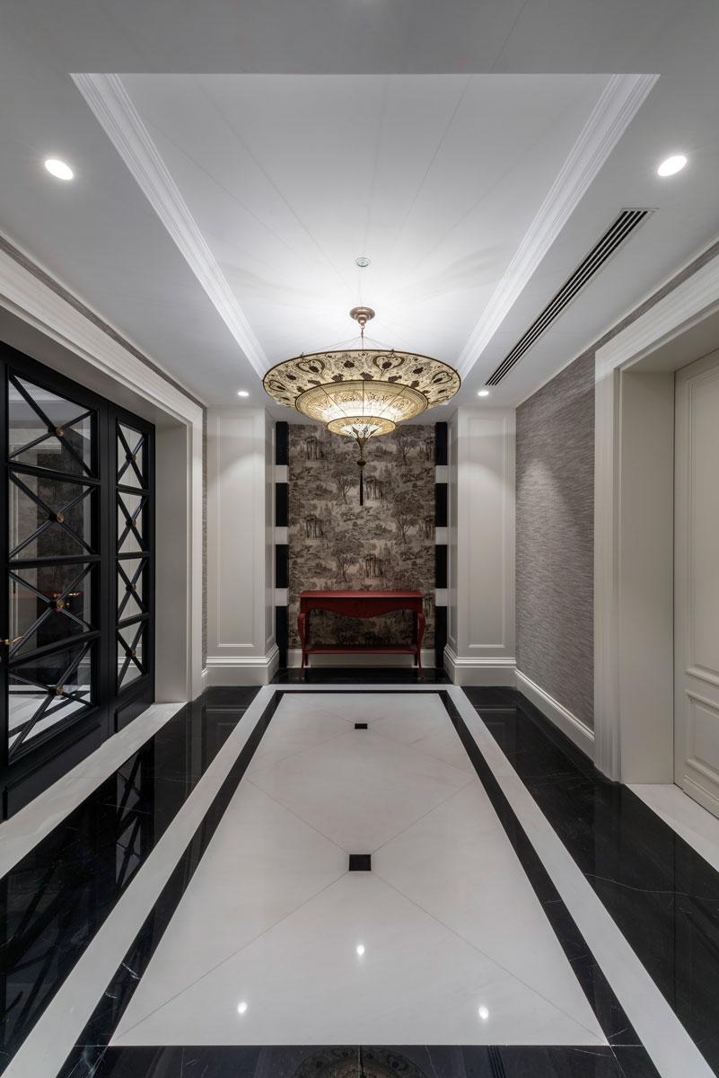 Lampada in seta Fortuny Scheherazade Geometric 3 dischi ambientata in hotel 2