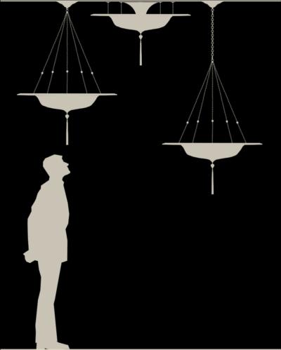Lampada in seta Fortuny Scudo Saraceno con anello metallico dimensioni reali