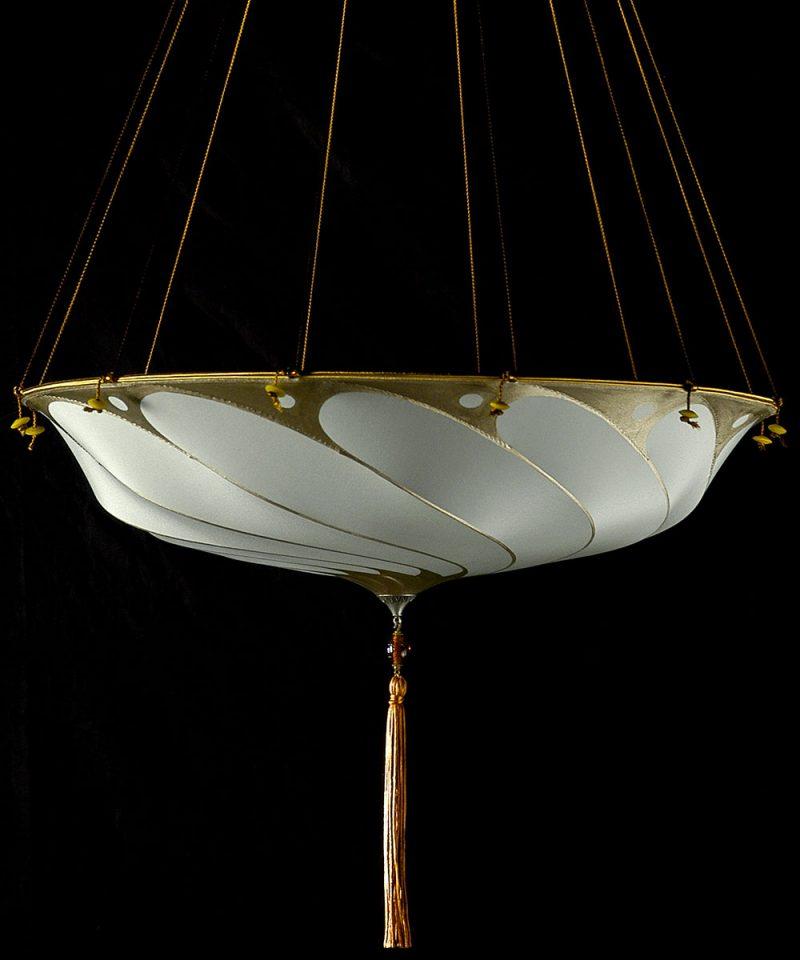 Lampada in seta grigio salvia Scudo Saraceno senza decorazioni vista laterale