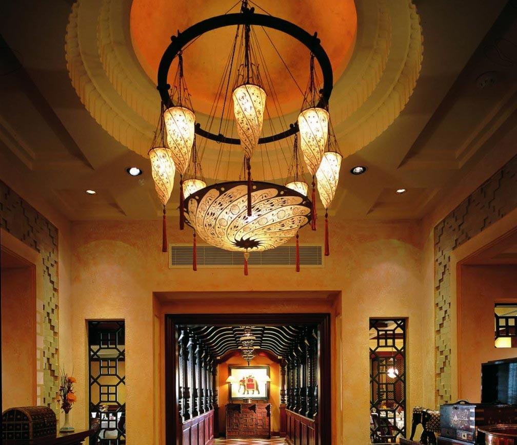Lampade Fortuny Scudo Saraceno e Cesendello al ristorante Ashiana a Dubai