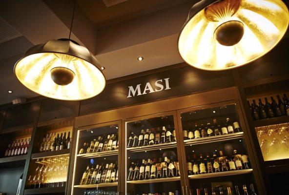 Lampade Fortuny al Masi Wine Bar a Zurigo 2