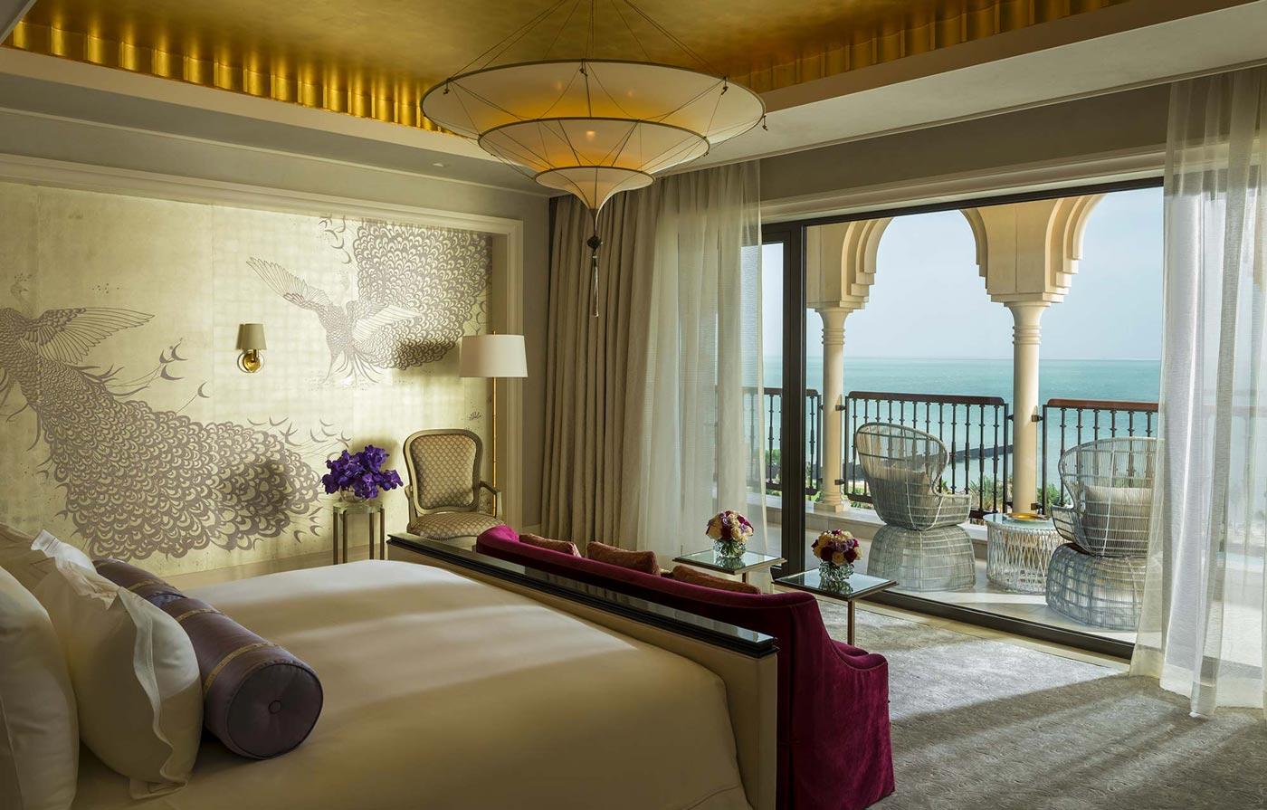 Lampada in seta Scheherazade 3 dischi senza decorazioni nell'Hotel Four Seasons Resort Hotel a Dubai, camera matrimoniale Royal Suite