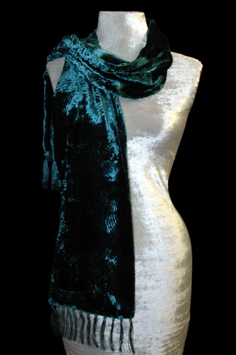 Sciarpa Fortuny in velluto riccio color foglia di tè scuro con frange