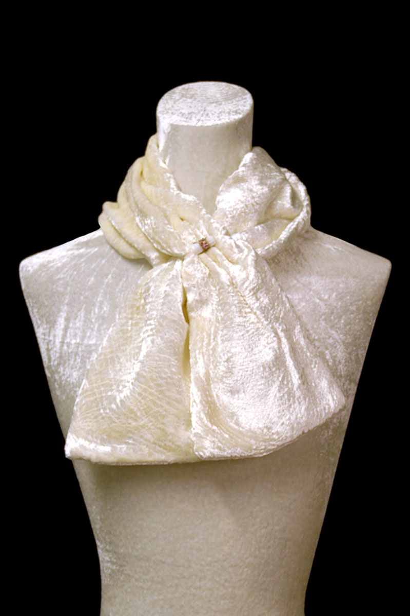 Sciarpa Fortuny in velluto riccio bianco con perle in vetro di Murano