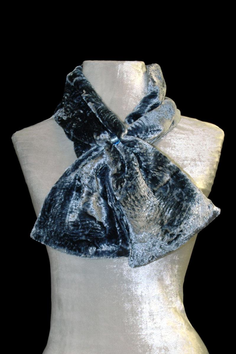 Sciarpa in velluto riccio grigio blu con perle in vetro di Murano