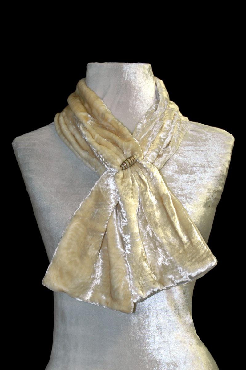 Sciarpa Fortuny in velluto riccio avorio con perle in vetro di Murano