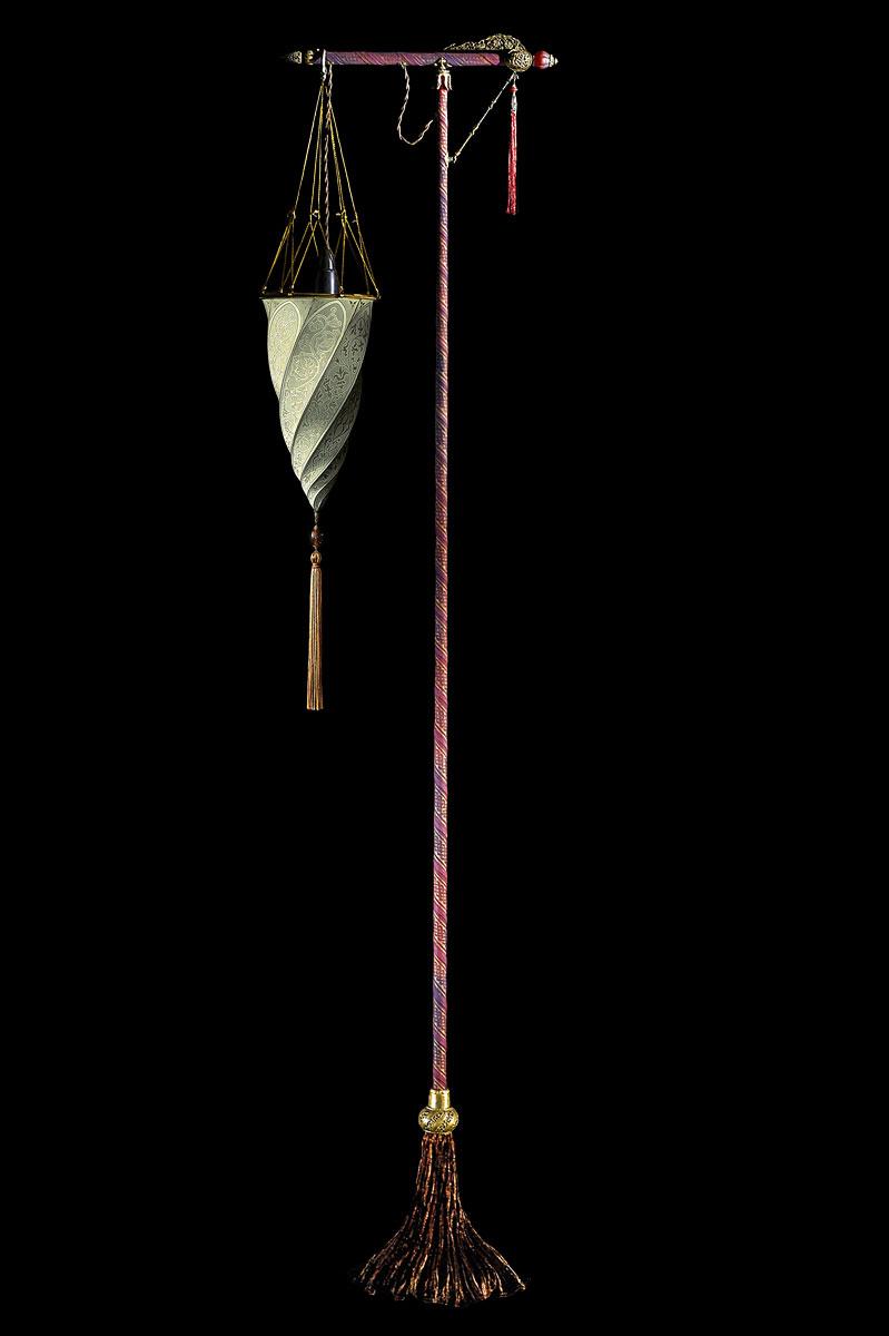 Lampada Fortuny Cesendello Classic da terra in seta azzurra con supporto rosso