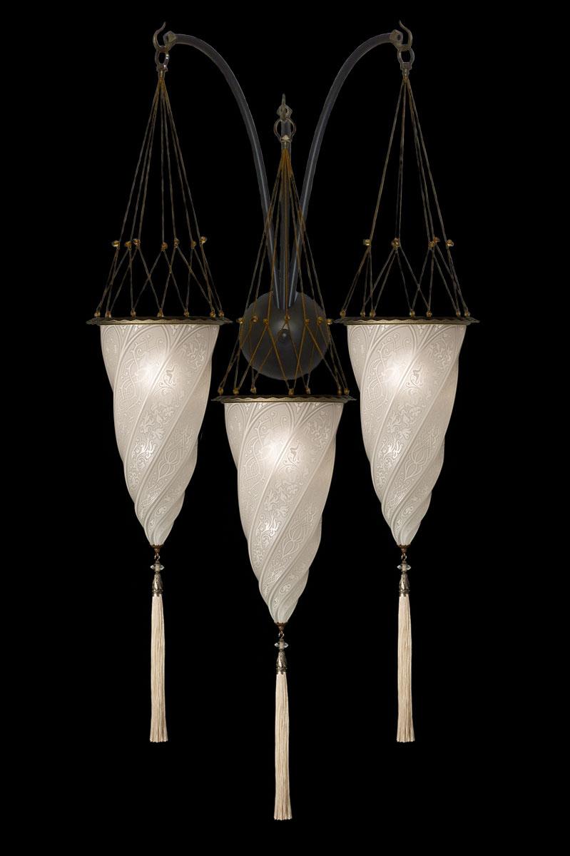 Lampada Fortuny Cesendello in vetro bianco a muro ad arco triplo