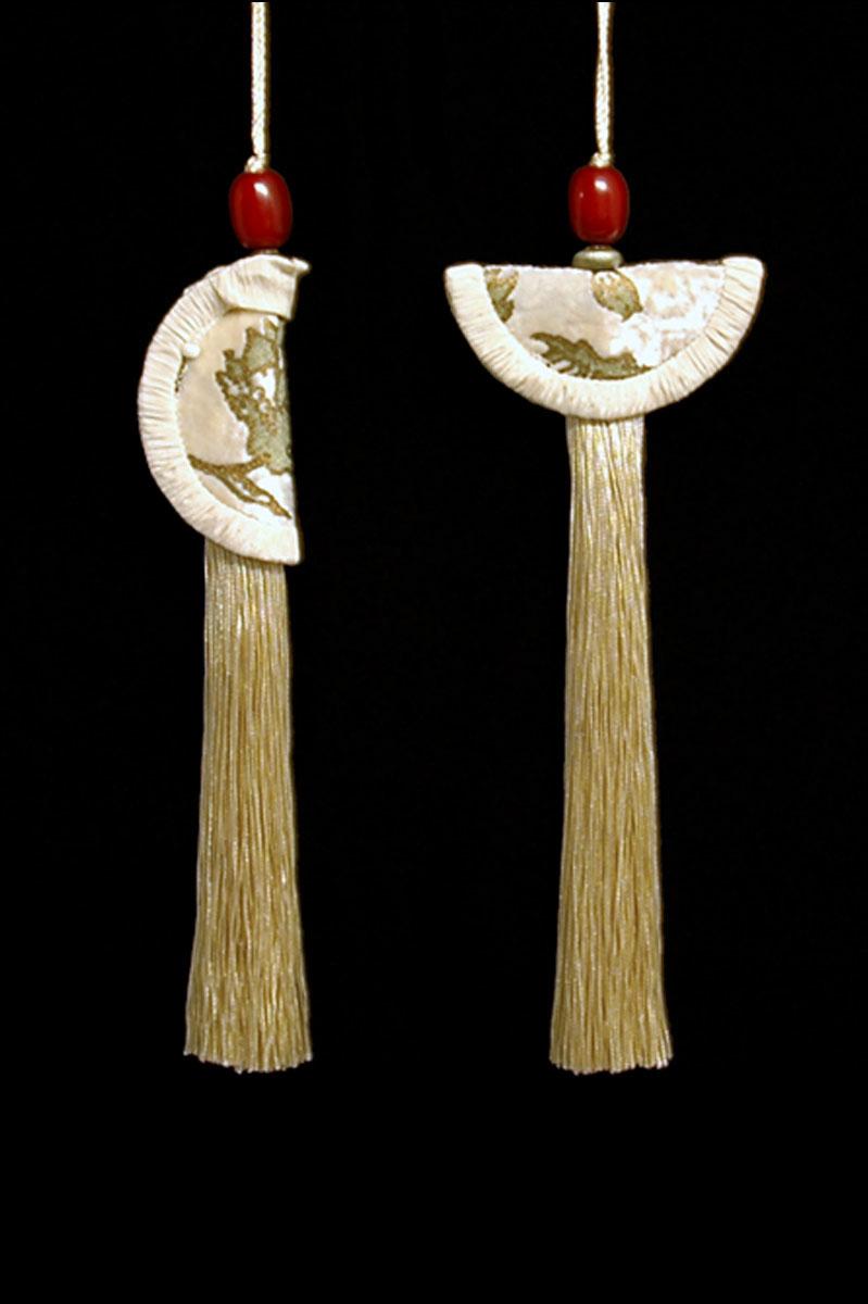 Venetia Studium couple of vanilla Geisha & Samurai key tassels