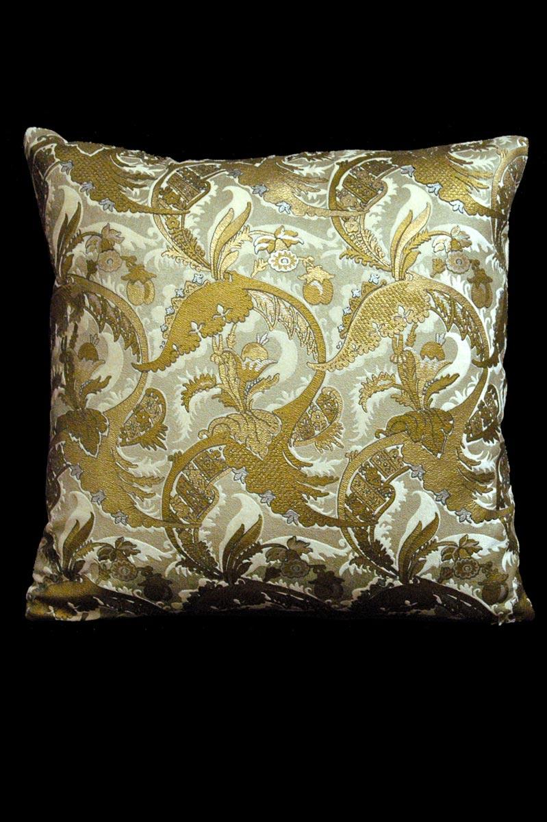 Cuscino quadrato Venetia Studium Bizarre in velluto stampato avorio