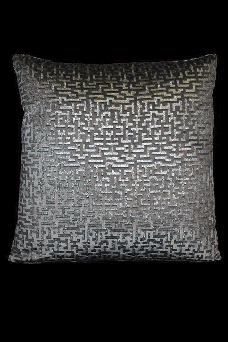 Cuscino quadrato Venetia Studium Labirinto in velluto grigio stampato