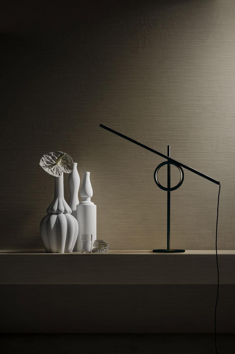 Lampada Pallucco Tangent mini nera in alluminio e metallo.