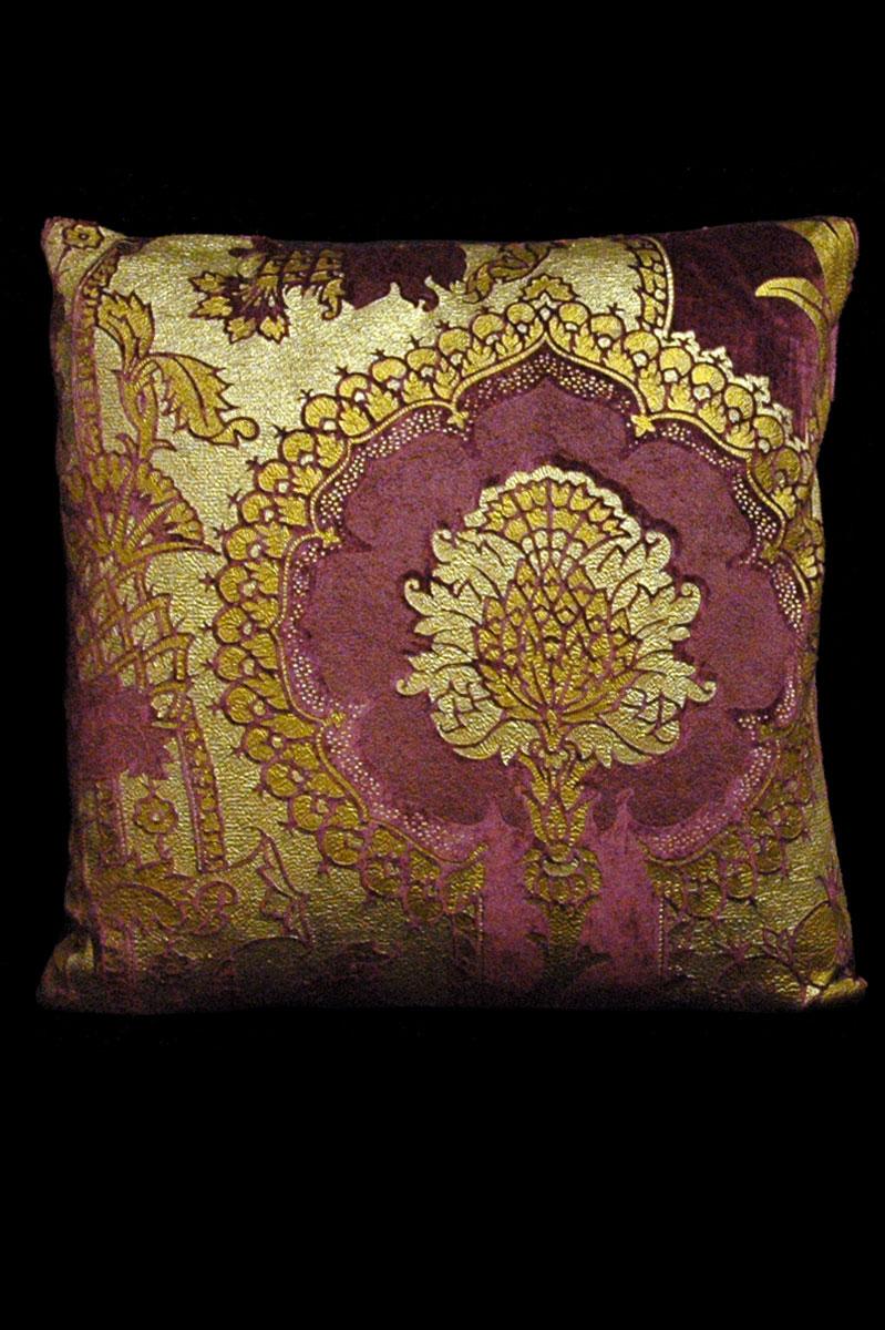 Cuscino quadrato Venetia Studium San Gregorio in velluto stampato melanzana