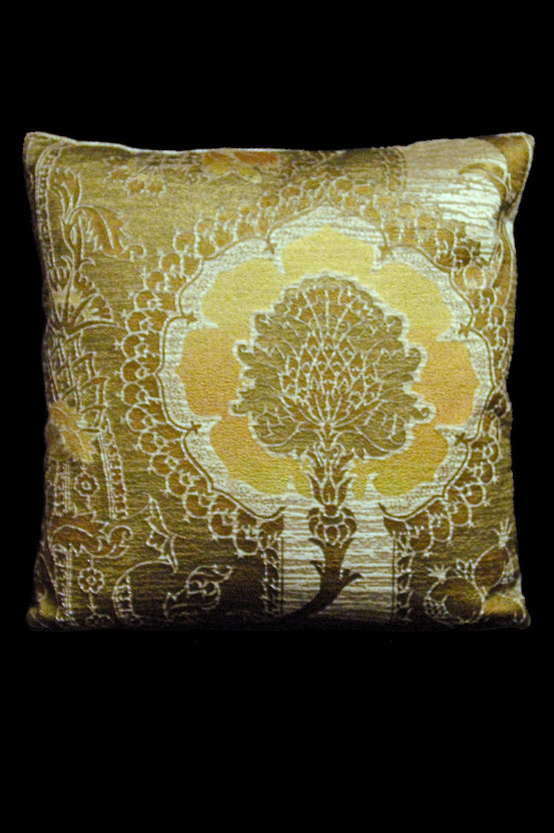 Cuscino quadrato Venetia Studium San Gregorio in velluto stampato beige-giallo