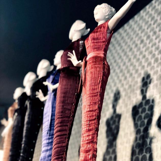 Statuette femminili collezione e abiti Fortuny in miniatura