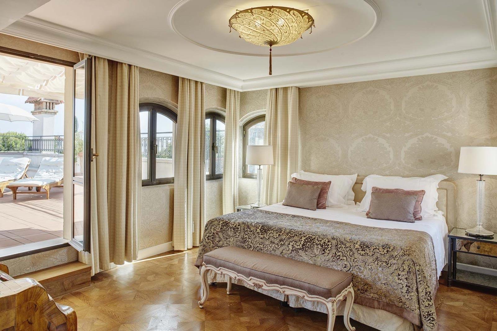 Belmond Hotel Cipriani Fortuny Scudo Saraceno lampada in seta